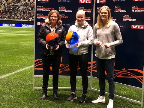 STOLTE: Hege Riise (til venstre) ble årets trener,  Camilla Huseby ble årets spiller i 1. divisjon og Ingrid Hjelmseth ble årets keeper i Toppserien.