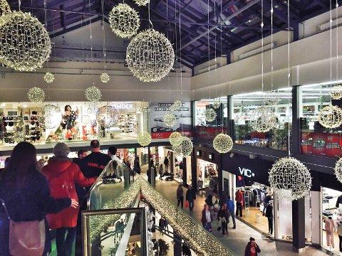 Er du typen som liker å handle på selve julaften, må du vente til neste år. Denne gangen faller julaften nemlig på en søndag og butikkene er stengt.