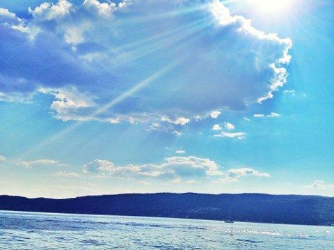BRYTER SKYLAGET: Sola kommer til å skinne over Follo og Oslofjorden de nærmeste dagene. Men badevannet er nok ikke varmt nok ennå.