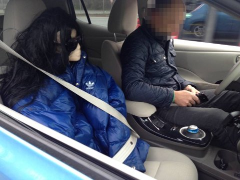 Mon tro om sjåføren synes ideen om å sette ei dukke i passasjersetet for å kunne kjøre i kollektivfeltet, var like glup da han ble fersket av lovens lange arm.