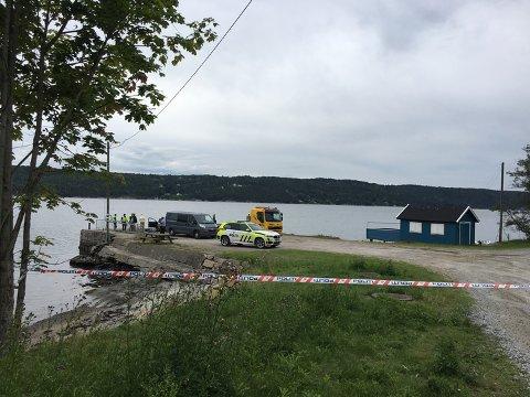Dykkere hentet opp en død person i Bomansvika torsdag.