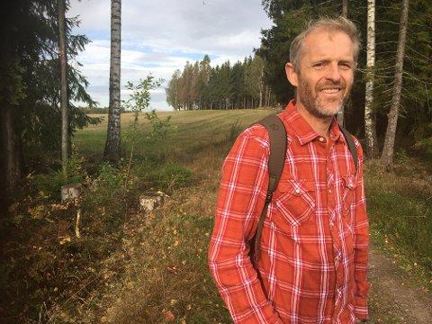 Planteforsker: Lars Sandved Dalen fra Drøbak og Ås gleder seg over skogen så ofte han kan. Nå formidler han 30 års erfaring som plantteforsker i ny bok.