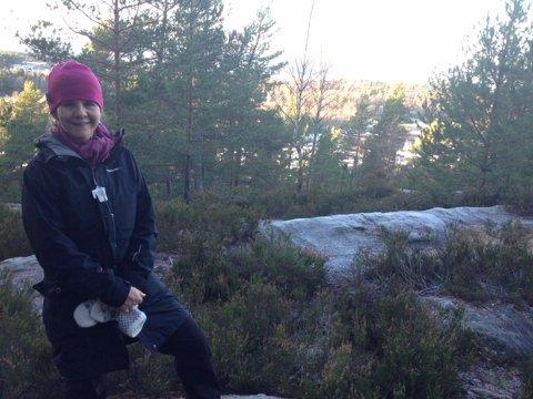 RIKEÅSEN:  Ingrid Nissen i Naturvernforbundet i Oppegård på toppen av Rikeåsen.