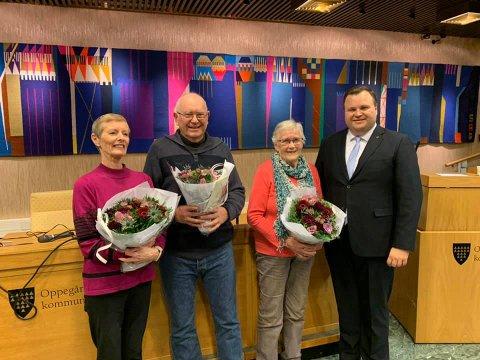 NOMINERTE: Winnie Tagge (f.v.) er nominert til årets Frivillighetspris i Oppegård sammen med Steinar Karlsrud og Inger Martinsen. De fikk blomster og ros av ordfører Thomas Sjøvold i går.