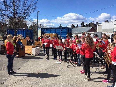 MUSIKK OG LOPPER: Den første helgen i mai trommer Oppegård skolemusikkorps smamen til loppemarked på Greverud skole.