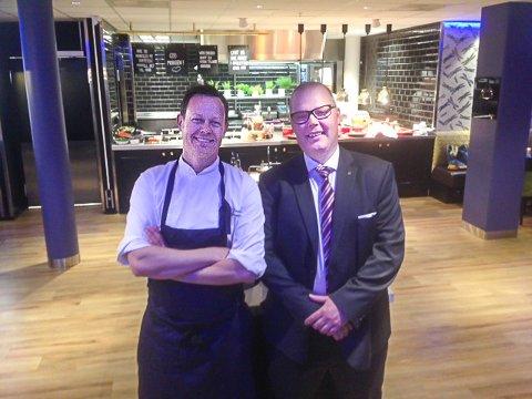 OPPBEMANNET: Thon hotel Ski ansatte i fjor en ny kokk og en ny kelner. Det gleder kjøkkensjef Johnny Fossengen og hotelldirektør André Hoff.