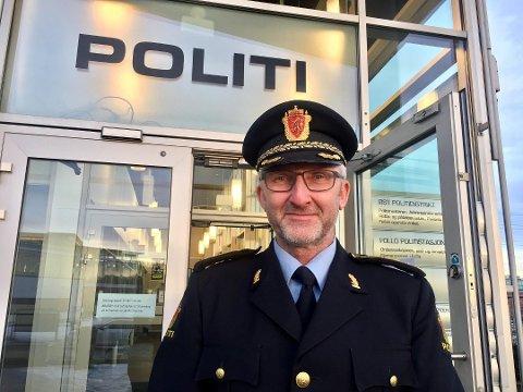 FORSIKRER: Politiinspektør Olav Unnestad, leder av Felles enhet for operative tjenester, forteller at det nå vil skje ting raskt med situasjonen rundt politiets nye operasjonsentral.