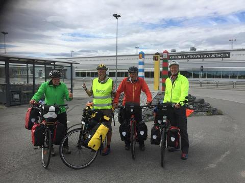 LANGTUR: Olav Haukaas, Lars Boge, Roger Hustad og Elling Lundesgaard sykler fra Nordkapp til Lindesnes i sommer.