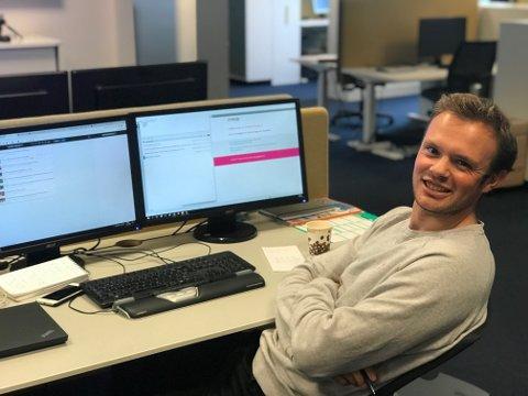 Eirik LØkkemoen Bjerklund er en av frontsjefene som sender ut nyhetsbrevet på morgenen på hverdagene.
