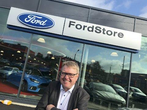 STOLT: Daglig leder for Follo Autoco, Hans-Petter Andresen, er stolt av nybygget til Follo Autoco - og at de nå kan kalle seg Ford Store. Oppussingen har kostet Ford-forhandleren 30 mill.