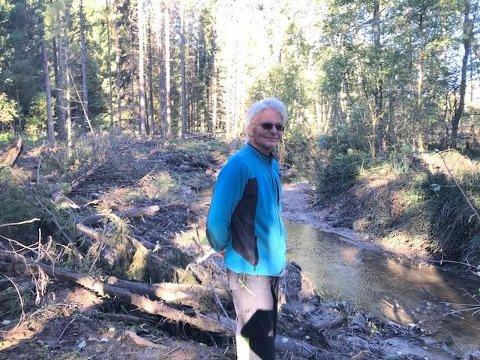 NØDVENDIG: Lars Juul mener han driver nødvendig vedlikehold av Dalsbekken.