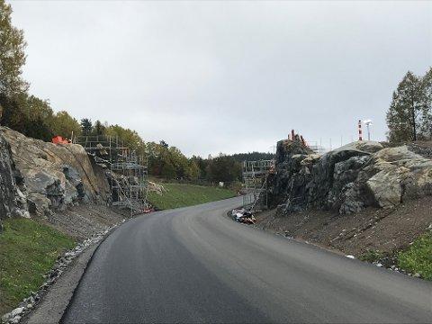 Byggingen av broen er i gang.
