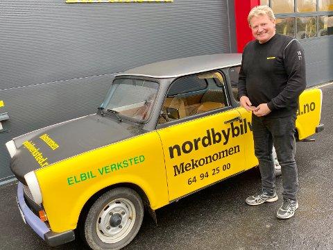 """LITEN: Finn Syvertsen synes en biltur med """"Trappien"""" både er morsomt og nostalgisk."""