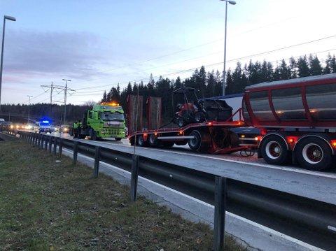 HER SMALT DET: I morgentimene torsdag den 31. oktober, smalt to lastebiler sammen på E6 sørgående ved Taraldrud.