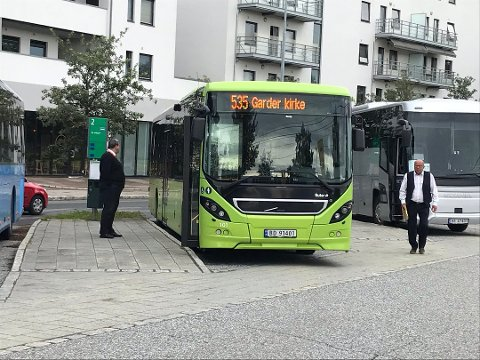 IKKE ALLTID I RUTE: Innsender har meninger om busstilbudet lokalt. Det er det mange som har. Har du også? Skriv inn ditt innlegg i skriverommet på oblad.no/debatt