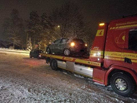 LANGHUSVEIEN: Ulykken skjedde i Langhusveien. Da ØB var på stedet sto en av bilene på bergingsbil ved innkjøringen til Furulia.