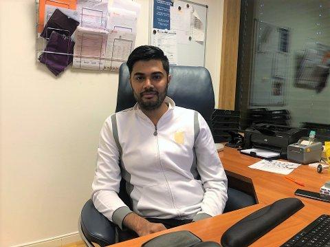 INKLUDERT: Fastlege Nadeem Asjid er opptatt av at pasientene skal føle at de blir inkludert i avgjørelsene.
