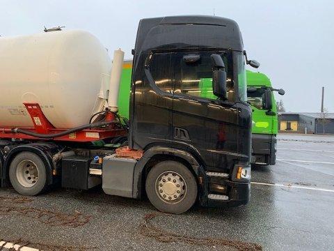 TANKBIL: Denne tankbilen hadde med seg ødelagte kjettinger på vei til Norge.