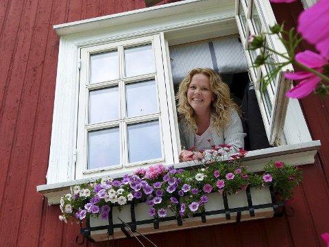 Flytter fra småbruket: Slik ble Felicia Øystå presentert da hun gikk fra å være digital redaktør til ansvarlig redaktør for Amta i 2016.