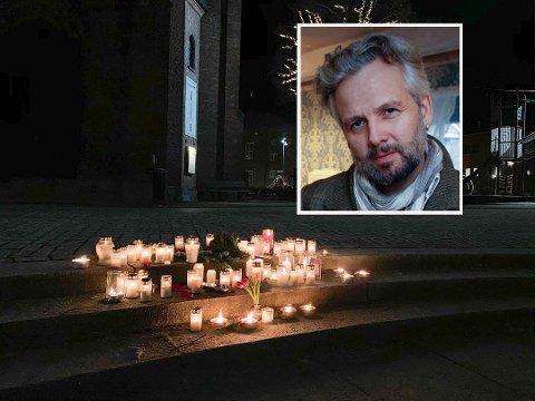STOR PÅGANG: Fakkeltoget for Ari Behn har ført til enorm pågang hos initiativtakeren. Her her noen tent lys utenfor Moss kirke for å minnes forfatteren og kunstneren. På søndag blir det enda flere lys for ham utenfor kirken.