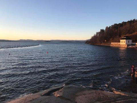 SJØLEDNING: Ledningene som nå ligger lagret utenfor Hvervenbukta og Oppegård båtforening skal installeres på sjøbunnen ut til øyene i Oslofjorden.