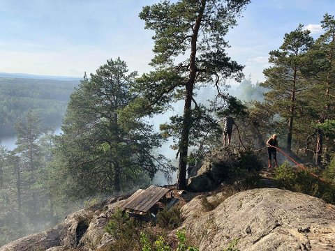 ØKENDE FARE: Skogbrannfaren er økende, ifølge statsmeteorolog Frode Hassel. Her fra en skogbrann i Oppegård i mai i fjor.