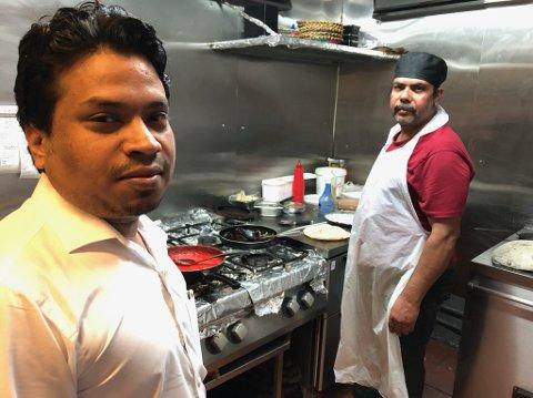 INDISK MAT: Javi Ahmad på kjøkkenet ved Bombay Masala der Shadat Husein er kokk. FOTO: Ole Jonny Johansen