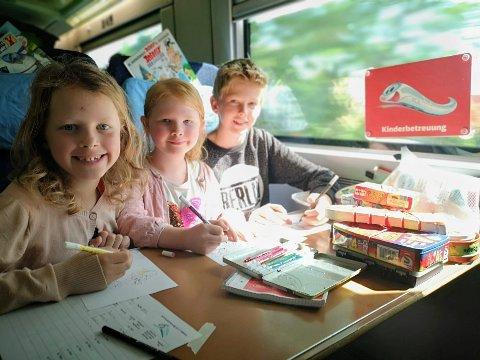 UT PÅ TUR: 1)Det er ingen problem at alle setene er reservert når man kan henge i Deutsche Bahns bemannede barneavdeling hele turen.