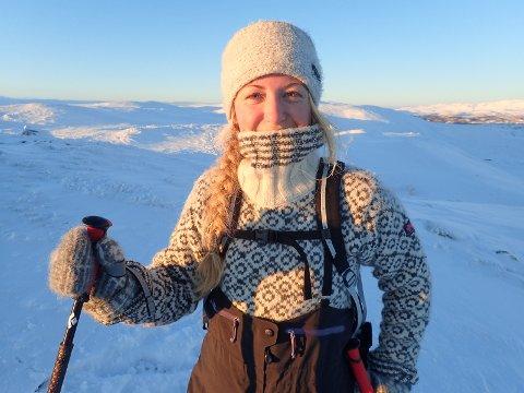 LANGT UNNA SKI: Christine Tilley har forlatt Nordre Follo til fordel for Longyearbyen og Svalbard. Det har hun ikke angret på, og oppfordrer andre ungdommer til å komme seg ut og oppleve verden.