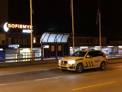 Politiet søkte etter mulig gjerningsperson og fornærmet sent torsdag kveld/natt til fredag.