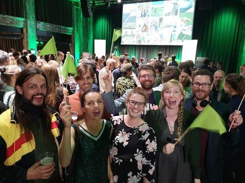 ALL GRUNN TIL Å VÆRE SPENTE: MDGs lokale gjeng fra Nordre Follo er på valgvakt i Oslo. Ordførerkandidat Hans Martin Enger innrømmer at han har mange grønne sommerfugler i magen.