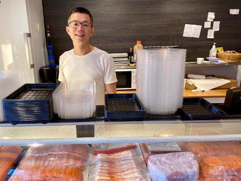 ENDELIG: Dinh Khac Oanh er glad for at Sushi house igjen kan servere kundene sine både i Ski og på Oppegård.