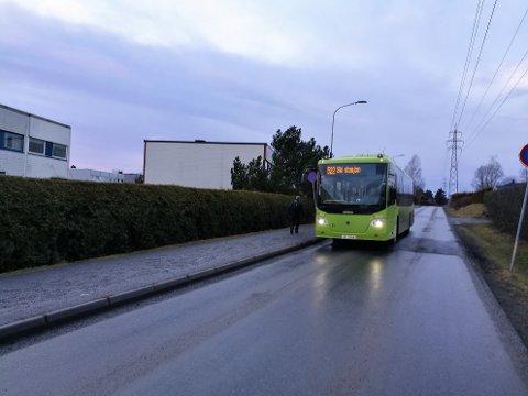 I NY TRASE: Buss 522 har gått i ny trase siden mandag. Her ved stoppestedet Markveien, som foreløpig mangler skilt.