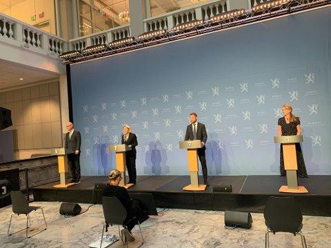 INFORMERER: Regjeringen og Folkehelseinstituttet holdt onsdag pressekonferanse om koronasituasjonen.