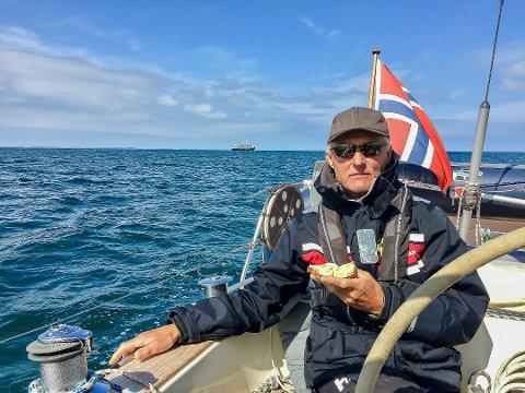 Siste seilas: Dette bildet tok Kari av Trygve på det som ble deres siste seilas sammen, tur-retur Spro-Svolvær på 80 dager i fjor.