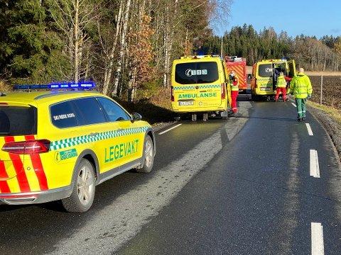 To biler og tre personer er involvert i trafikkulykken i Frogn. Nødetatene var raskt på plass.