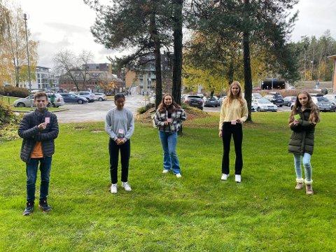 KLAR TALE: Martin Aleksander Andersen (14), Thea Bergsjø (14), Else Mia Pedersen (14), Frida Isebakke Kilde (14), Malin Liaker Holm (14).