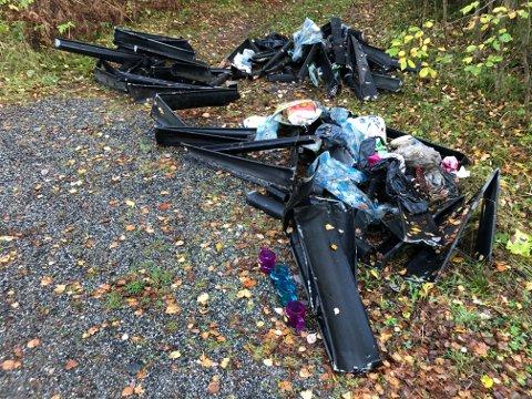 DUMPEL SØPPEL: Ikke pent når noen dumper søppel, som her langs Asperudveien. Vei og park i Nordre Follo kommune ryddet opp etter miljøsvinene.