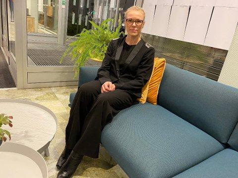 OVER ALT: – Det er mye som skjer, og det er smitte inn over alt, sier kommuneoverlege Kerstin Anine Johnsen Myhrvold.