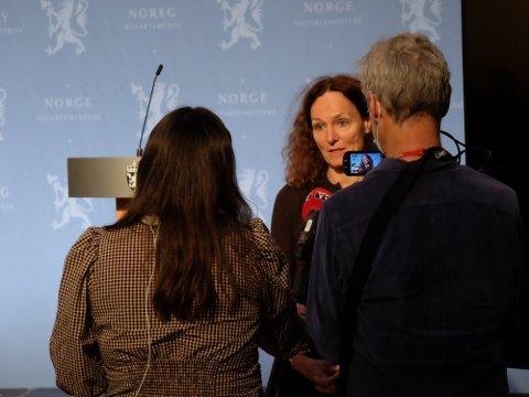 MANGLER KUNNSKAP: FHI-direktør Camilla Stoltenberg innrømmer at mangelen på sikker kunnskap om hvor og hvordan folk smittes skaper utfordringer. Foto: Trond Lepperød (Nettavisen)