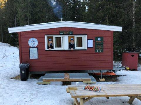 RASTEBU:Skiforeningen håper at den transportable rastebua er i drift i løpet av vinteren. Bua blir slilk som denne, som Skiforeningen har på Øyungen.