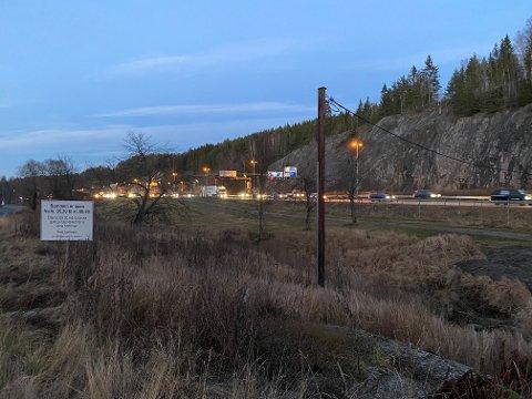 MYE TRAFIKK: Det var tett og til dels saktegående trafikk over Vinterbrosletta også etter at veien var gjenåpnet.