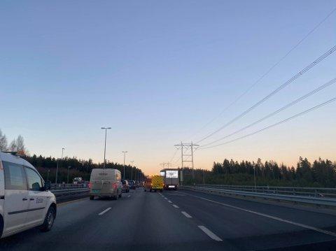 KØ: Det var kø på E6 torsdag ettermiddag, på grunn av et vogntog med problemer.