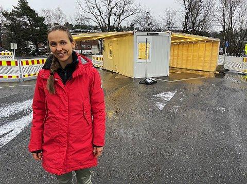 LEDER VED TESTSENTERET: Christina Hage-Engebretsen forteller at rundt en tredjedel av samtalene inn til testsenteret torsdag har vært relaterte til smitten på to bussruter i Frogn.