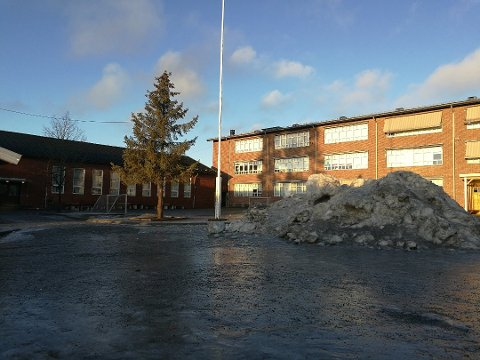 FÆRRE: Det er færre både elever og lærere enn normalt på Ski skole.