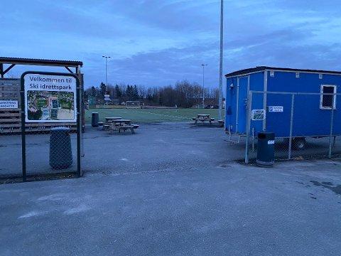 ÅPENT FORELØPIG: På Ski stadion og de andre utendørsanleggene i kommunen er det fortsatt lov holde seg i aktivitet. Men kommunen følger med på at smittevernrådene blir overholdt.