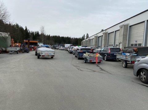 Dette bildet ble tatt like etter klokken 09 lørdag morgen ved Oppegård gjenvinningsstasjon.
