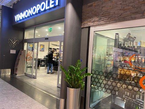 DYRERE: Fra og med fredag vil det bli dyrere å kjøpe drikke på Vinmonopolet.