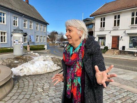 """HOLDER SEG POSITIV: Operasjef Anne Felberg ved Oscarsborgoperaen gleder seg til å presentere """"Regimentets datter"""" i august 2021."""