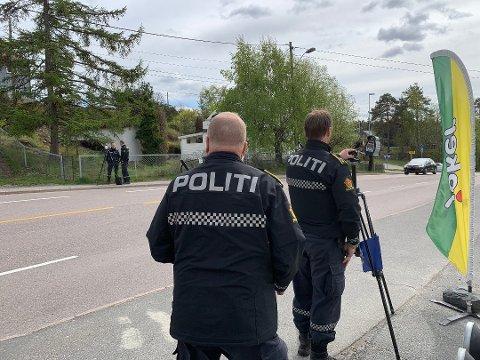 TOSIFRET ANTALL TATT: Politiet tok en rekke bilister i å kjøre for fort på Fjellstrand fredag. Nå kan det bli nye kontroller i distriktet.
